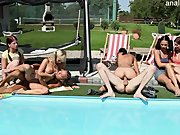 Outdoor Gruppenfick am Pool